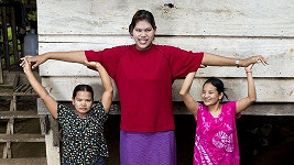 Příbuzné Malee Duangdeeové jsou zhruba o čtyři hlavy menší.