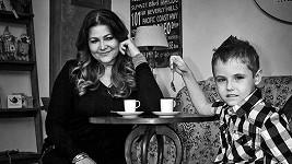 Ilona Csáková s dítětem s cystickou fibrózou.