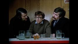 Milan Lasica, Jiří Menzel a Július Satinský ve filmu Srdečný pozdrav ze zeměkoule
