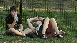 Helena Bonham Carter neudržela nohy u sebe.