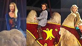 Jak Charlotte s Nellynkou, tak jejich máma si návštěvu cirkusu vychutnaly.