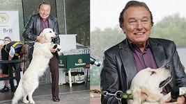 Karel se svým psím miláčkem retrívrem Stellou.