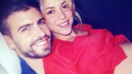Shakira s přítelem na láskyplné fotografii.