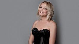 Anna Šišková je krásná a šarmantní dáma.