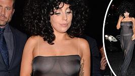 Lady Gaga si pro fanoušky v Bruselu připravila průsvitný model.