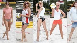 Hráčky plážového volejbalu Domanská, Moravcová, Mašlíková, Pártlová a Nosková předvedly své nožky.