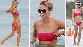 Natasha Poly na pláži v Miami.