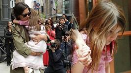 Suri Cruise se na své šesté narozeniny musela schovávat před paparazzi.