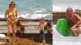 Penny Lancaster se synem pozorují, jak Rad Stewart bojuje s vlnami na boogie boardu.