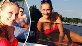 Zorka Hejdová si užívala krás léta na lodi. Její okolí si užívá krás Zorky.