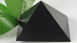 Šungitová pyramida