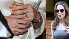 Jak se vám líbí diamantový zásnubní prsten Angeliny Jolie?