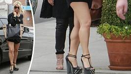 Jessica Simpson shazuje přebytečná kila celkem úspěšně.