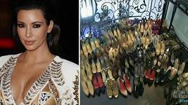 Kim Kardashian dává na charitu část svého botníku.