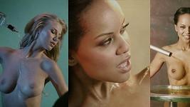 Modelky si nechávají stékat alkohol po hrudi.
