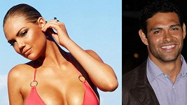 Kate Upton a Mark Sanchez tvoří krásný pár.