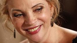 Zdena Studenková ukázala vrásky kolem očí.