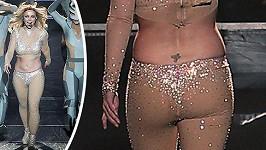 Britney vsadila na tělovou barvu a třpytky. Oboje ale rozšiřuje...