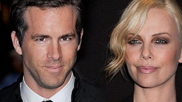 Ryan Reynolds a Charlize Theron.