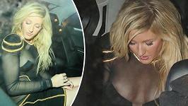 Ellie Goulding a její noční jízda.