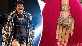 Rihanna má novou malůvku na pravé ruce.
