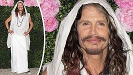 Steven Tyler si oblíbil ženské šaty.