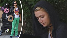 Paris Hilton na letišti v Burbanku