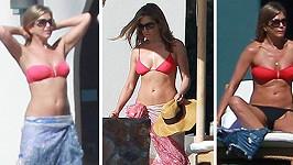 Jennifer Aniston a její milované červené bikinky.