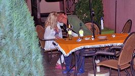 Martin se líbal s Ingrid.
