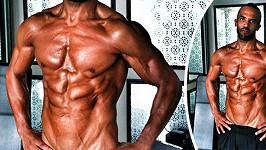 Muskulatura Craiga Davida.