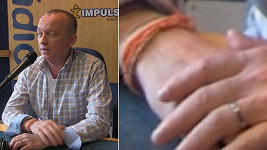 Karel Voříšek a jeho (snubní či zásnábní?) prstýnek