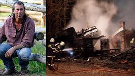 Jan Pokorný alias Indián a jeho požárem zničený ranč.
