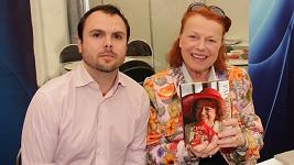 Iva Janžurová s autorem své nové biografie Petrem Mackem.