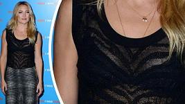 Kate Hudson ukázala podprsenku.
