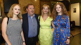 Kopta vyrazil na premiéru s rodinou.