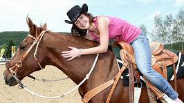 Terezie si jízdu na koni zamilovala. Čekají ji dokonce soukromé hodiny jezdectví.