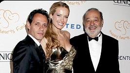 Petra vybrala v listopadu spolu s nejbohatším člověkem planety Carlosem Slimem Helú tři milióny dolarů na pomoc Mexiku.