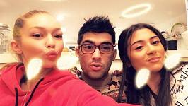Zayn Malik s Gigi Hadid (vlevo) a sestrou Safaou