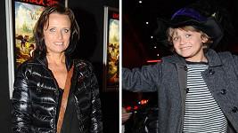 Matka a syn jako přes kopírák.