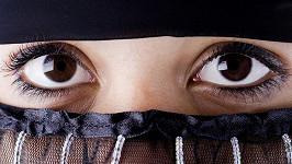 Ženy ze Saudské Arábie si budou muset zahalovat i oči, pokud je mají příliš svůdné.