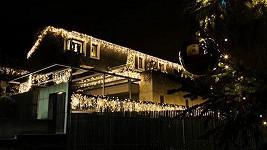Dům zlaté slavice připomíná maják.