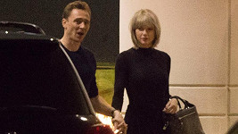 Taylor Swift a Tom Hiddleston už lásku netají.