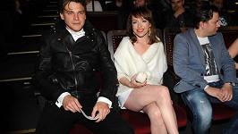 Tatiana doprovodila Vojtu Dyka, který nominaci v katerorii zpěváků neproměnil, a ukázala svá stehna.