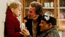 Macaulay Culkin, Joe Pesci a Daniel Stern ve filmu Sám doma
