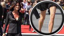 Janice Dickinson by si příště měla rozmyslet, zda si oblékne mini.
