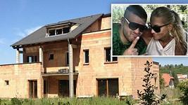 Hvězdný dvojice letos konečně dokončí dům nedaleko Prahy, který před dvěma roky koupila.