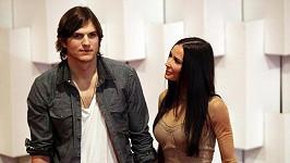 Demi Mooreovou a Ashtona Kutchera novináři vybučeli