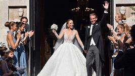 Victoria se vdávala v šatech s půl miliónem krystalů Swarovski.