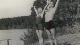 Věra Ferbasová a Raoul Schránil v plavkách.