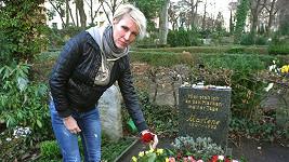 Renata se poklonila památce božské Marlene a na hrobě našla make-up.
